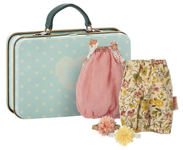 Suitcase with two clothes + hair flower